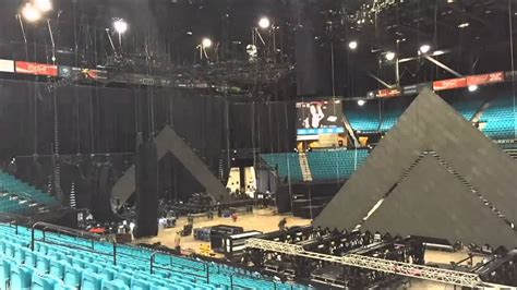 Prismatic World Tour Stage Build (Katy Perry) - YouTube